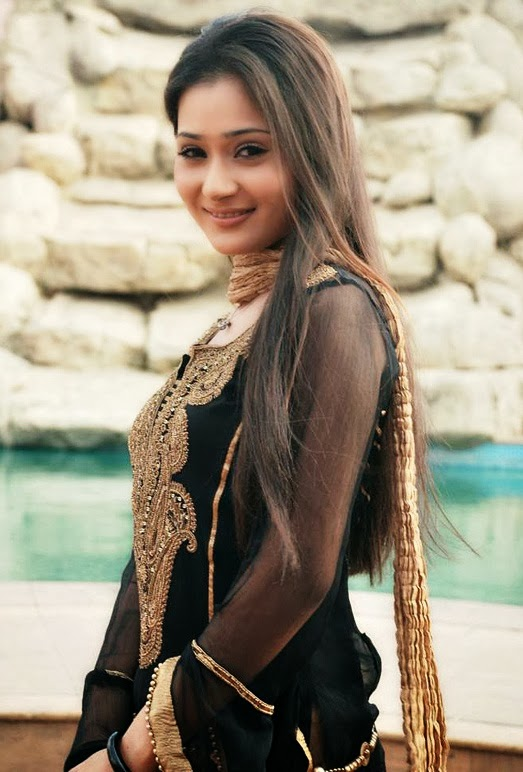 Sara Khan Cute Smile Pics