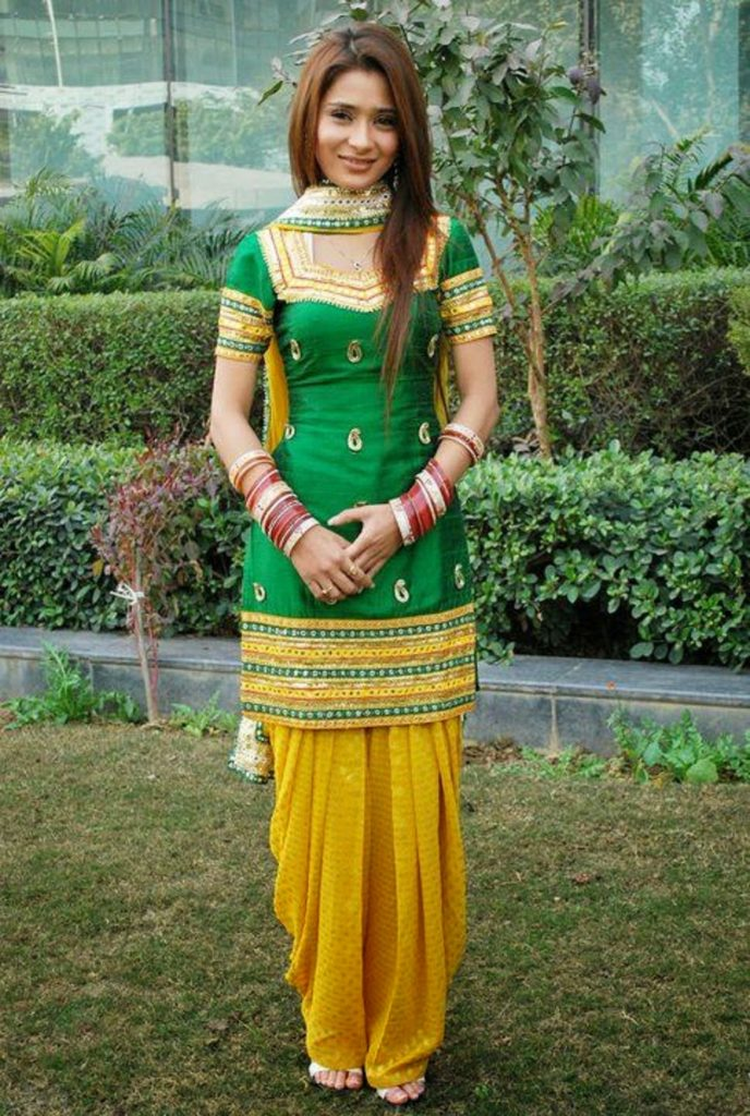 sara khan hot  u0026 sizzling full hd pics pictures wallpapers