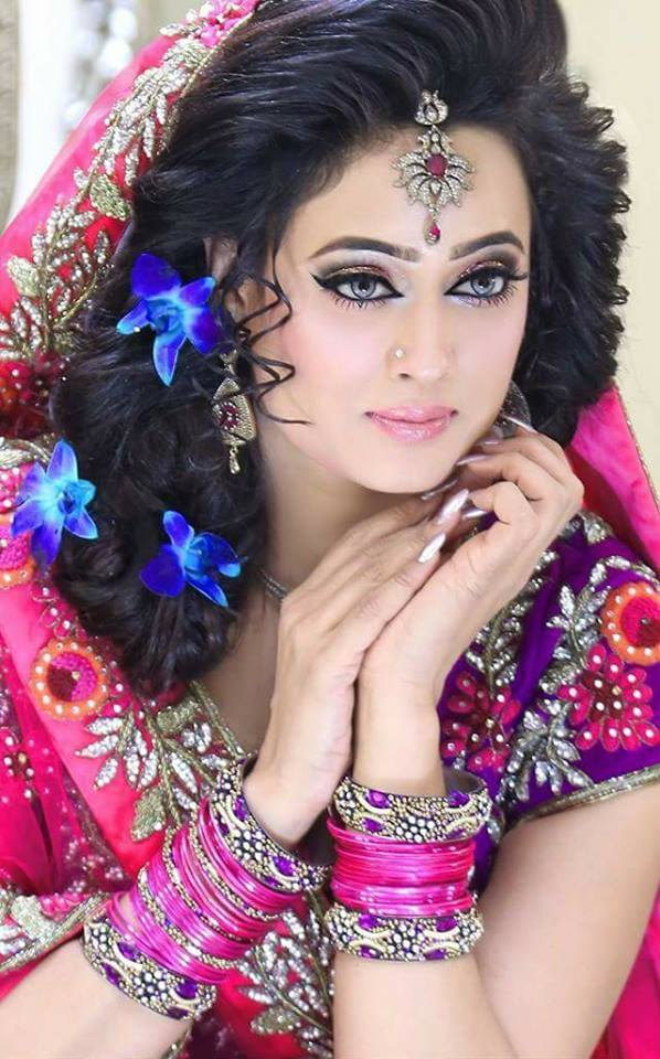 Shweta Tiwari Cute Smile Images