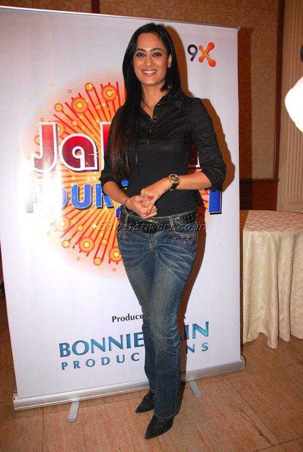 Shweta Tiwari Hot Looking Photos In Jeans Top