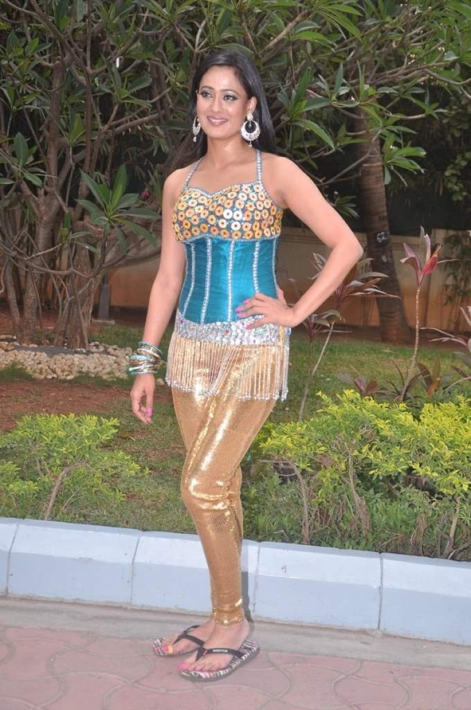 Shweta Tiwari Hot Photos In Short Cloths