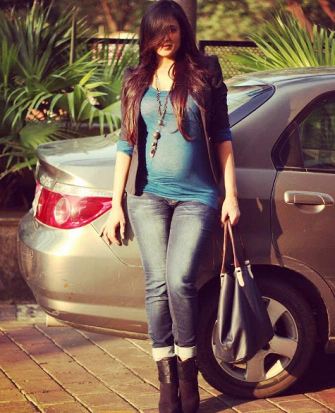 Shweta Tiwari Hot & Sexy Images In Jeans Top