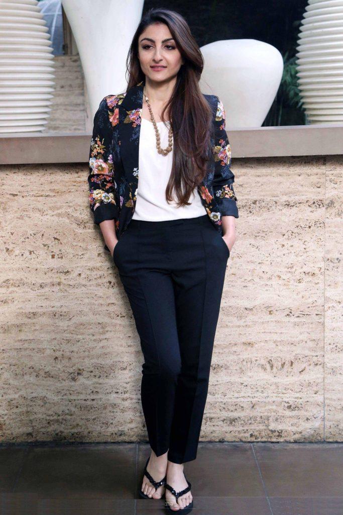 Soha Ali Khan Bold & Sexy Wallpapers