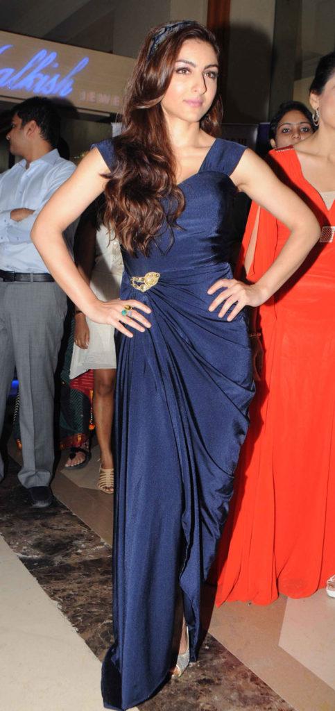 Soha Ali Khan Hot Boobs Showing Pics