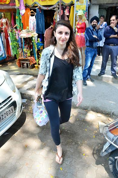 Soha Ali Khan In Jeans Top Pics