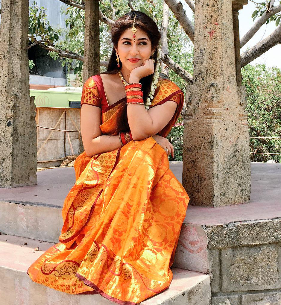 Sonarika Bhadoria Beautiful Look In Saree Wallpapers