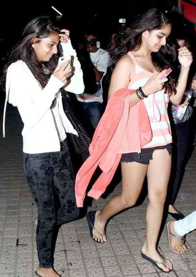 Suhana Khan Beautiful Pics With His Friend