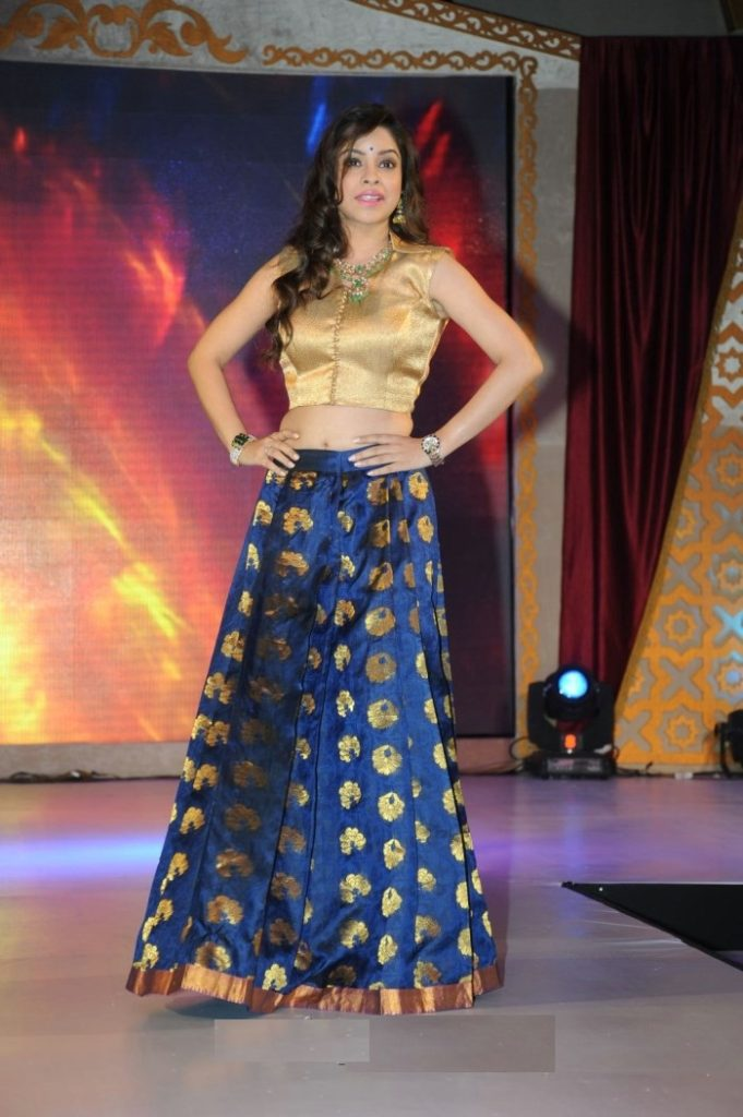 Sumona Chakravarti At Rampwalk Wallpapers