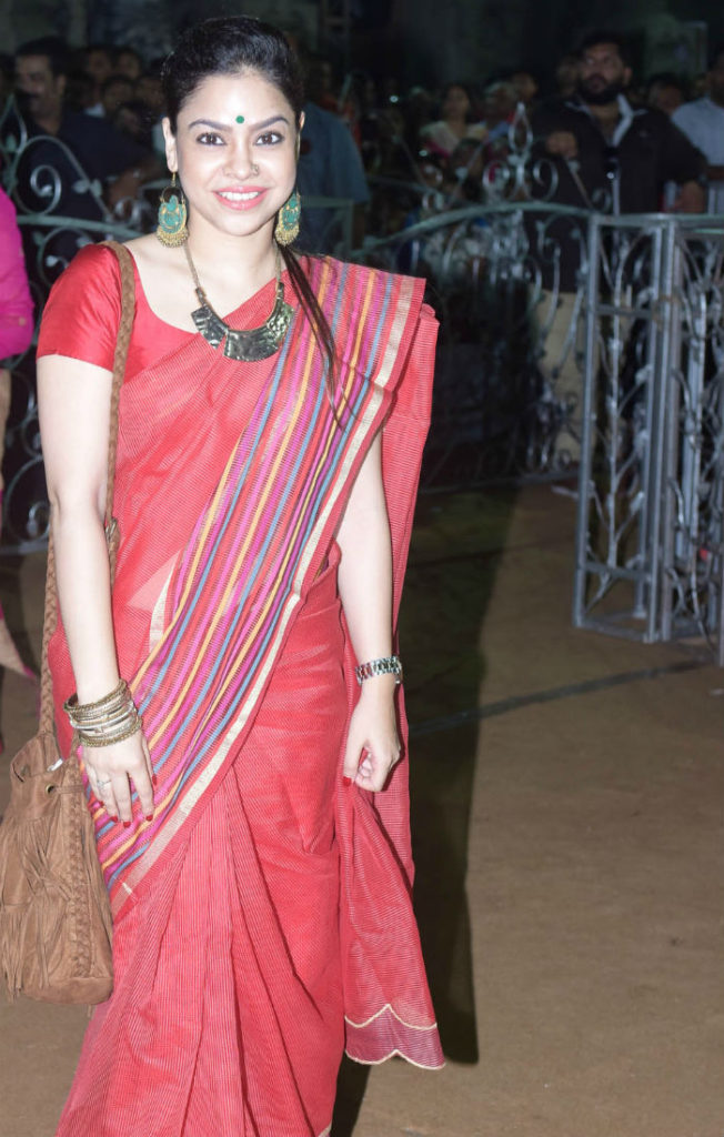 Sizzling Sumona Chakravarti Hot Looking Hd Photos Downloads