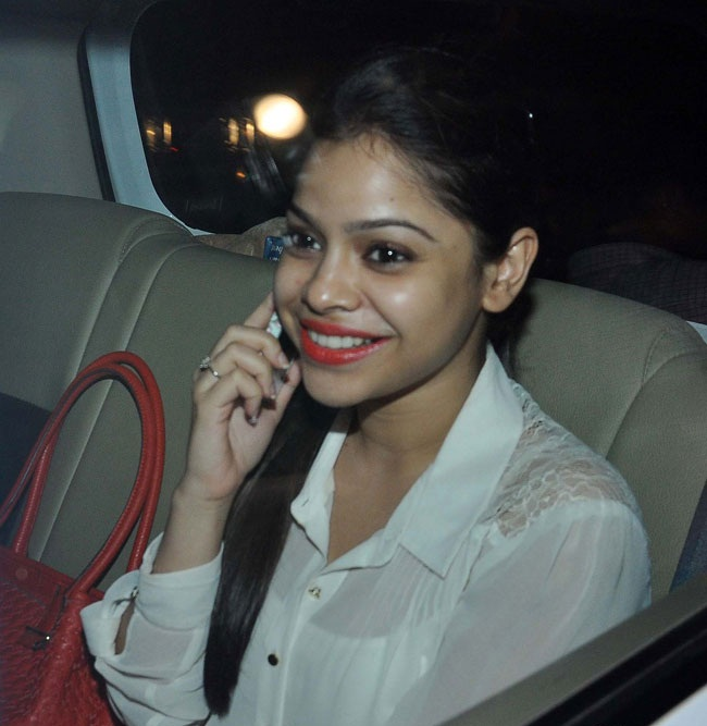 Sumona Chakravarti Bold Sexy Wallpapers
