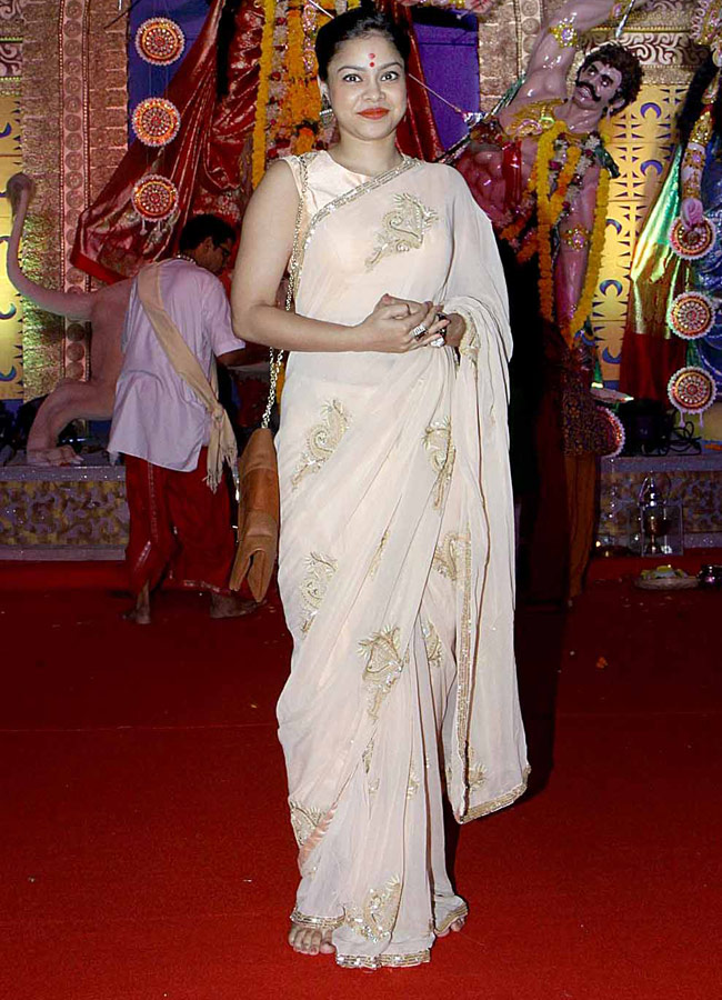 Sumona Chakravarti Hot