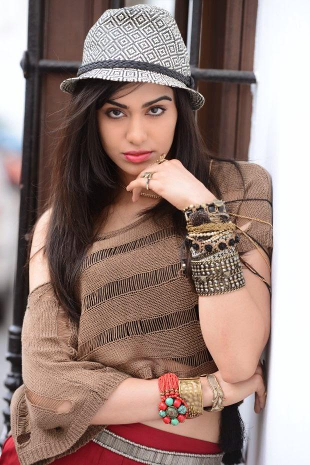 Adah Sharma Nice Wallpaeprs