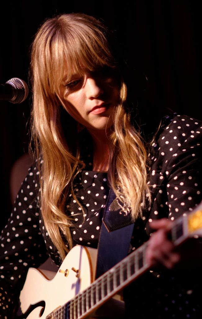 Alexz Johnson Hot Images With New Hair Style