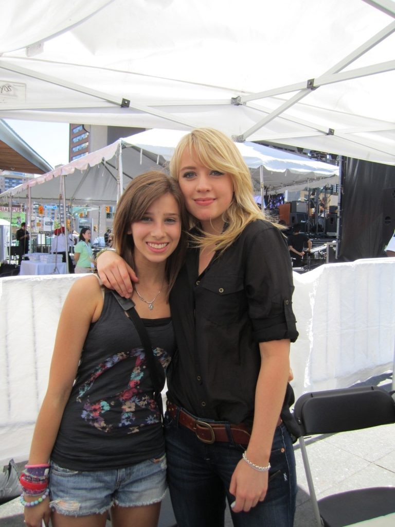 Alexz Johnson With Friend Full HD Pictures