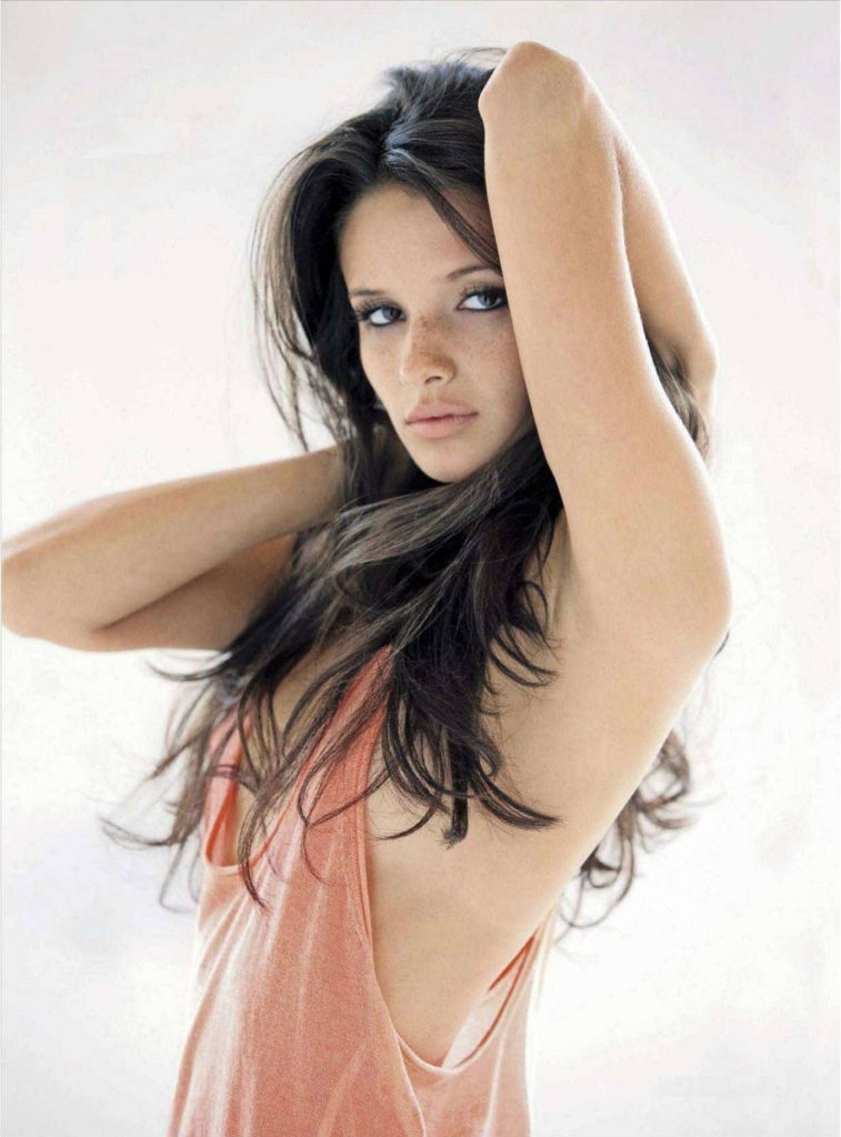 Alice Greczyn Hot Boobs Pictures