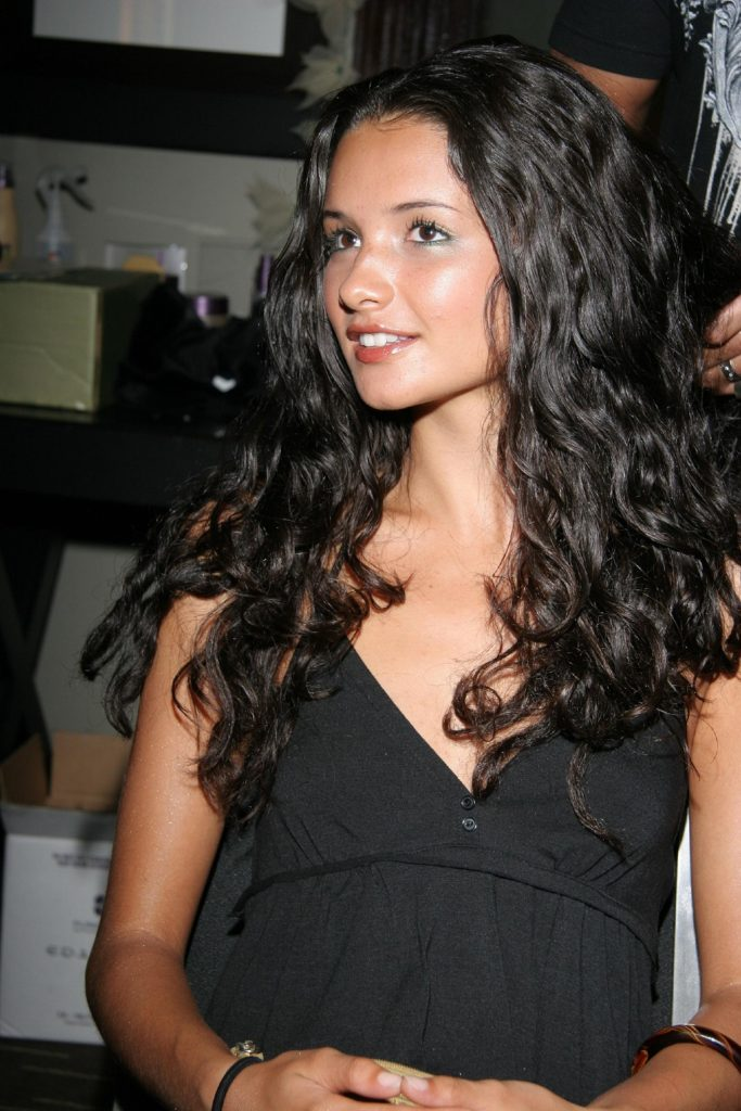 Alice Greczyn Hot & Sizzling Photos