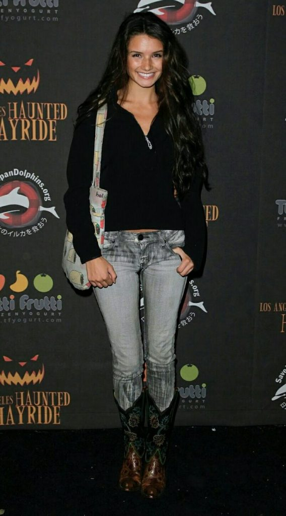 Alice Greczyn In Jeans Top Pictures