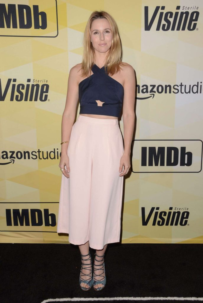 Alona Tal In Short Cloths Full HD Photos