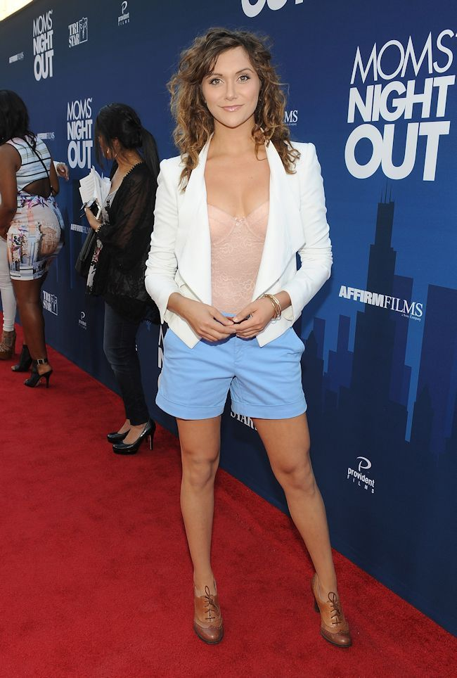 Alyson Stoner In Short Jeans Full HD Pictures