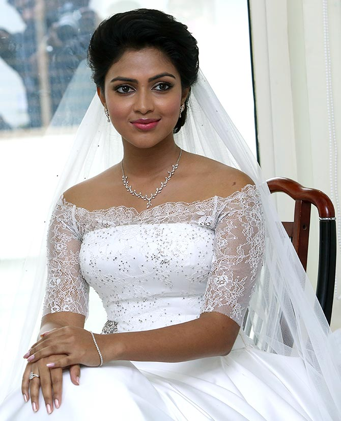 Amala Paul Beautiful Looking Wallpapers
