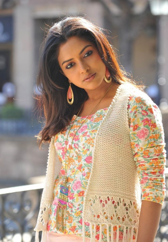 Amala Paul New Sizzling Wallpapers