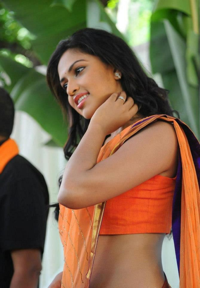 Amala Paul Spicy HD Photos In Shorts