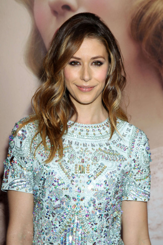 Amanda Crew HD Sexy Bold Wallpapers