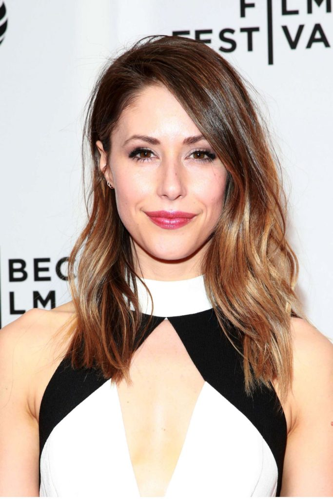 Amanda Crew Hot HD Photos Gallery HD