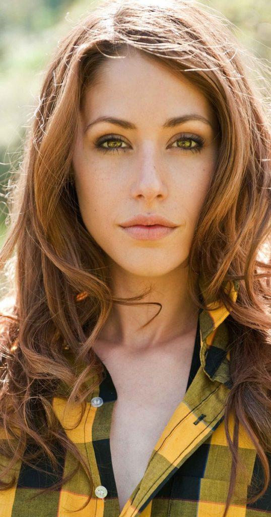 Amanda Crew Latest Hair Style Pics
