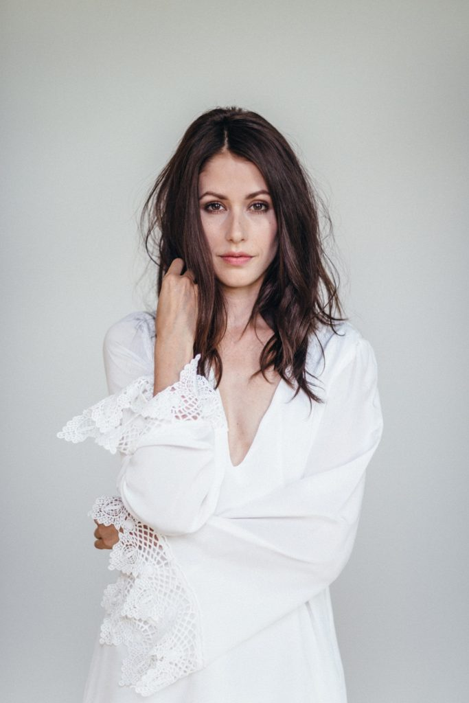 Amanda Crew New Image Photoshoot HD