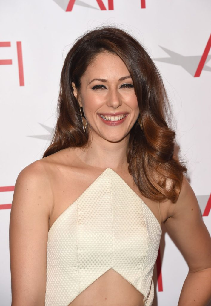 Amanda Crew Spicy & Sizzling Images HD