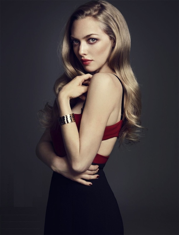 Amanda Seyfried Spicy Navel HD Pictures
