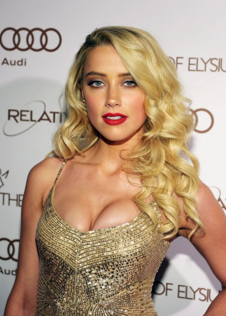 Amber Heard Hot Boobs Showing Photos HD