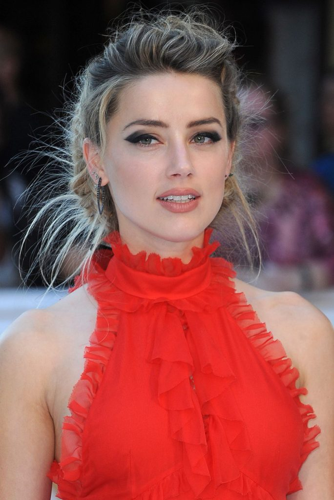 Amber Heard Very Beautiful Images