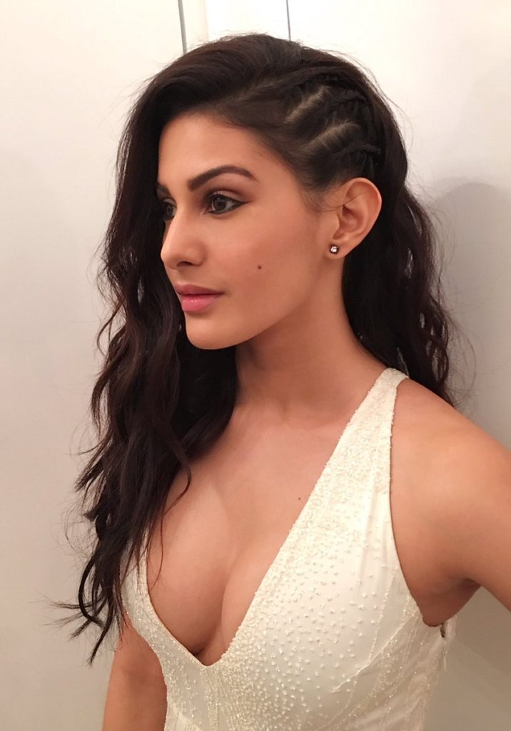 Amyra Dastur Hot Boobs Showing Images