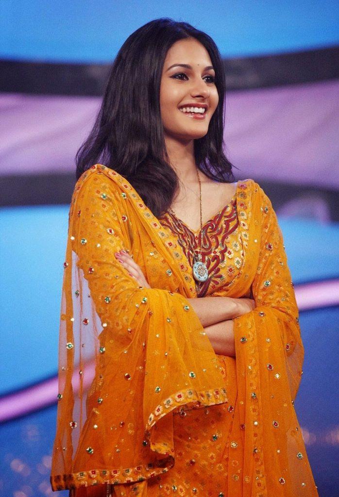 Amyra Dastur Nice Images In Salwar Kameez