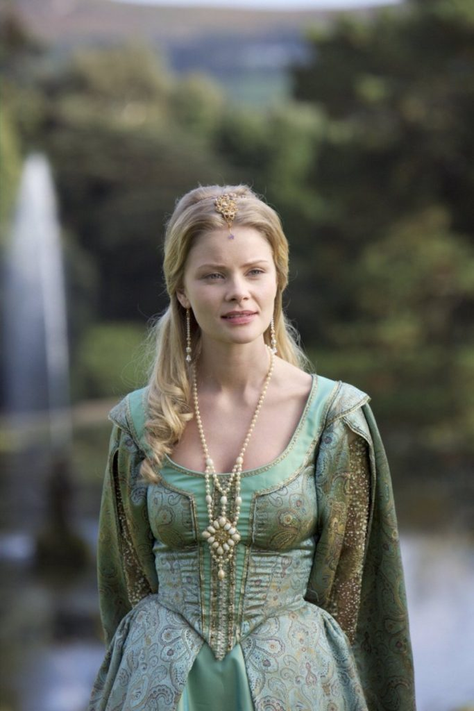Anita Briem Royal Look Images