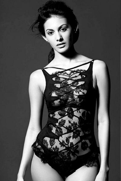 Bold Amyra Dastur Images In Bikini