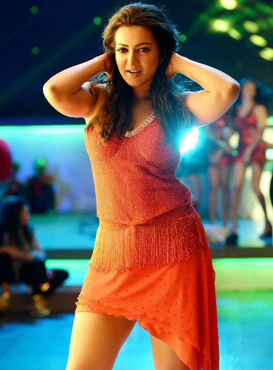Catherine Tresa Pictures In Bikini