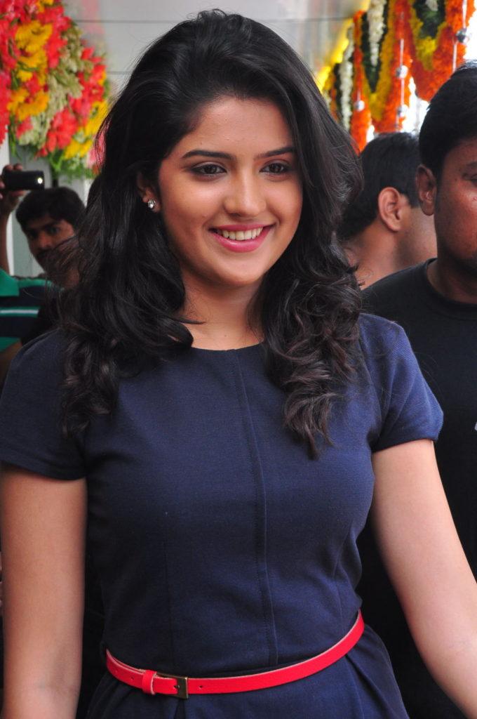 Deeksha Seth Attractive Wallpapers