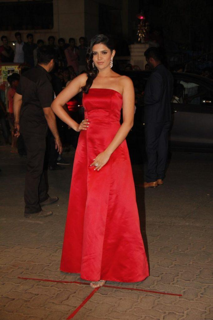 Deeksha Seth Full HD Images