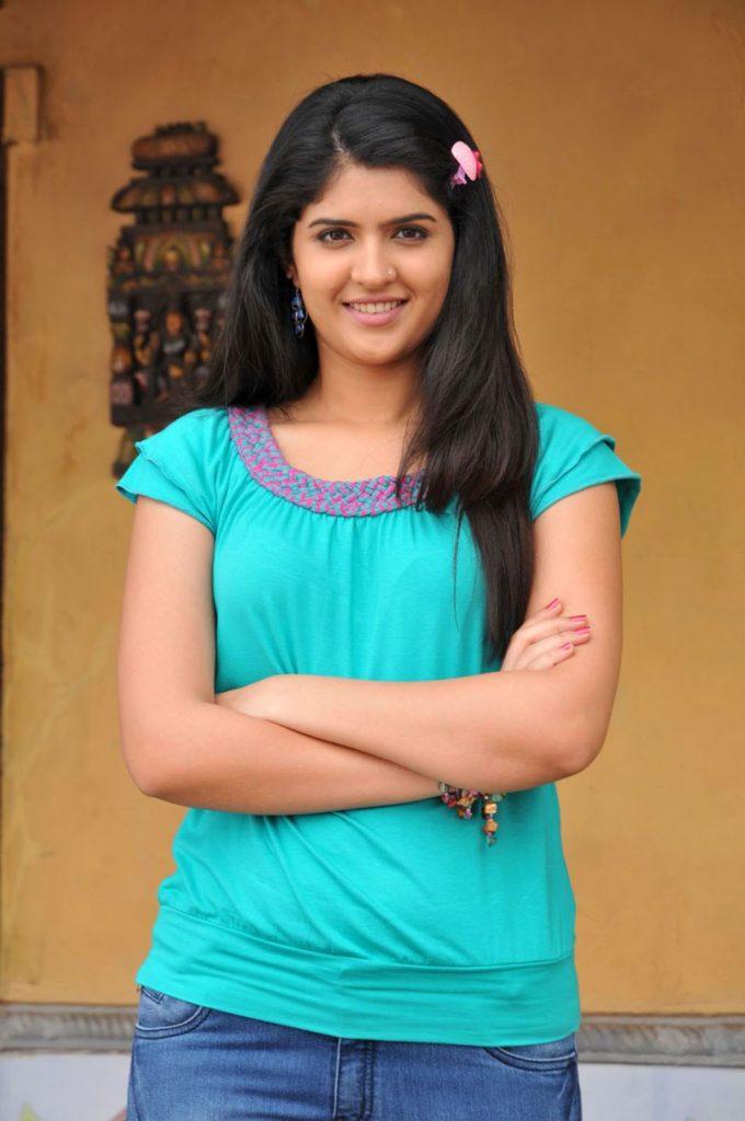 Deeksha Seth Lovely Wallpapers In Jeans Top