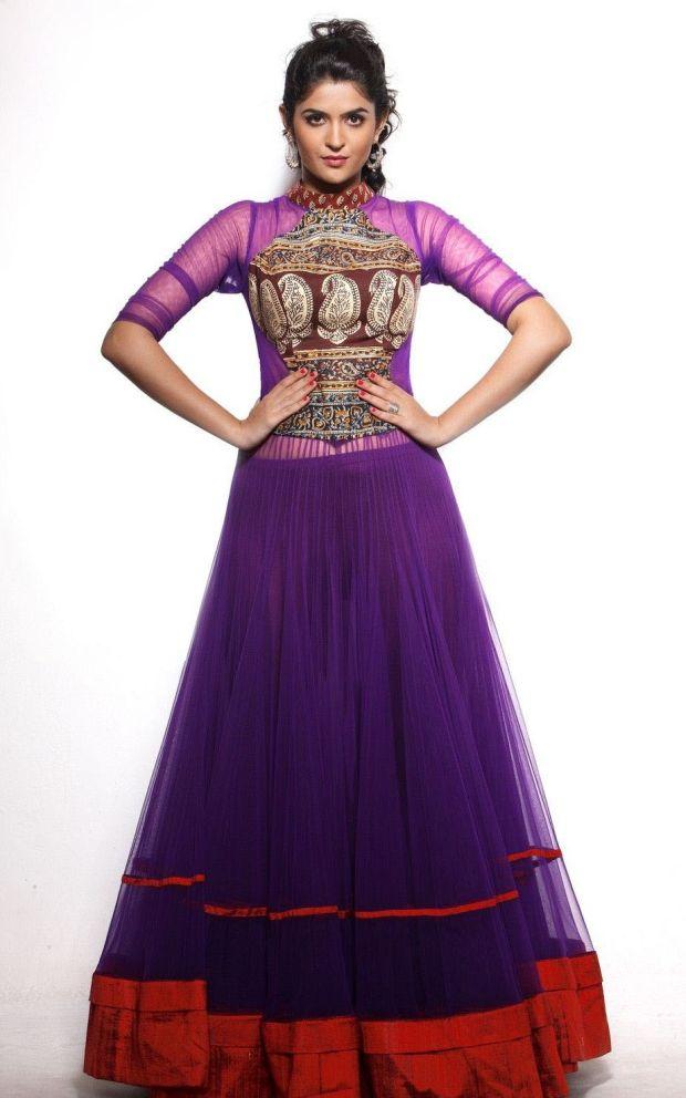 Deeksha Seth Sizzling Pictures