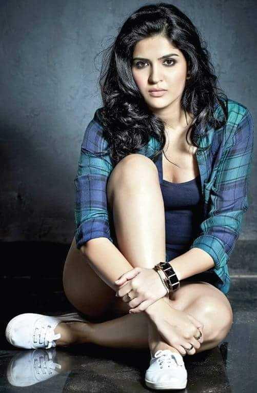 Deeksha Seth Spicy & Sizzling Images In Bra Panty
