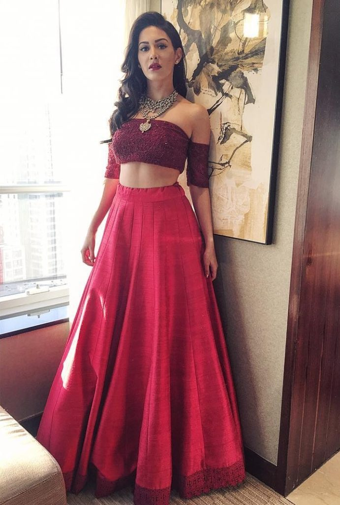 Gorgeous Amyra Dastur Royal Look Images