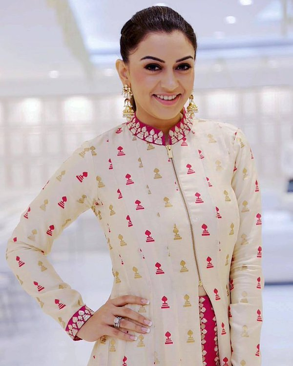 Hansika Motwani Beautiful Looking Sexy Pics