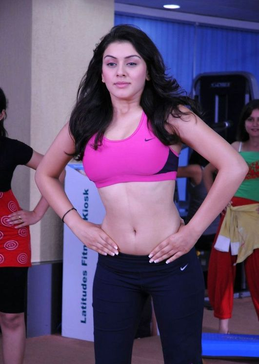 Hansika Motwani Sexy Navel & Hot Boobs Pics