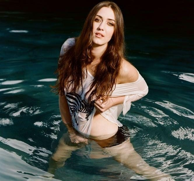 Madeline Zima Spicy Navel Wallpapers HD