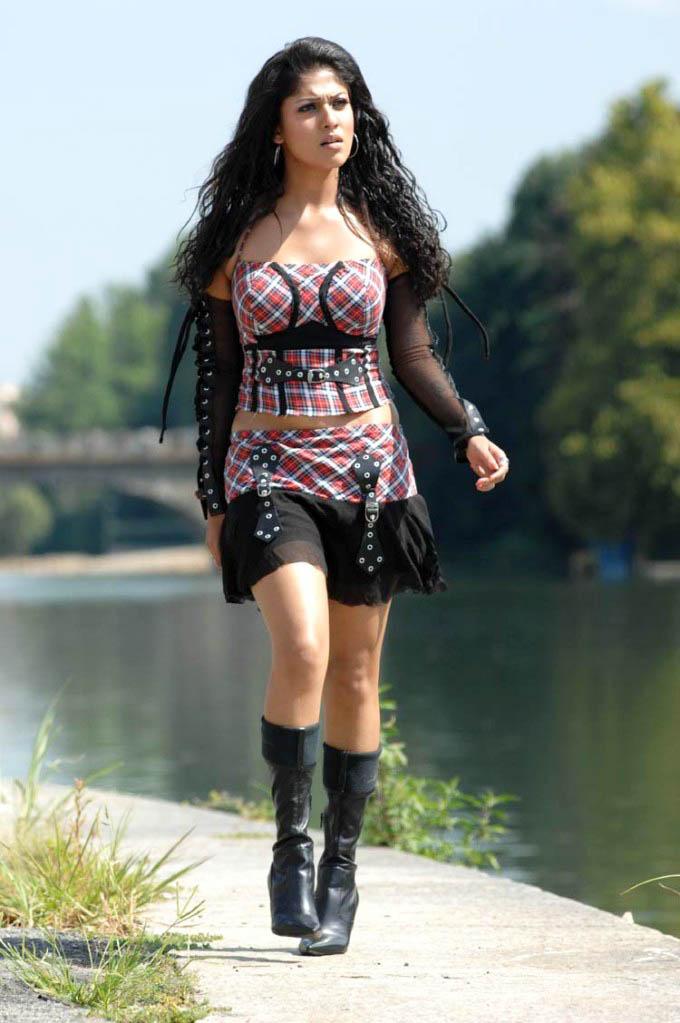 Nayanthara Hot & Sexy Legs Pics