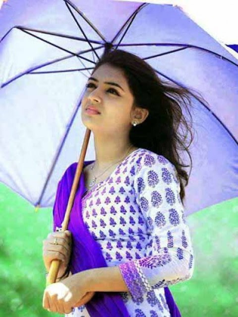 Nazriya Nazim Royal Look Images